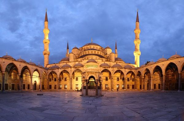 800px-Blue_Mosque_Courtyard_Dusk_Wikimedia_Commons